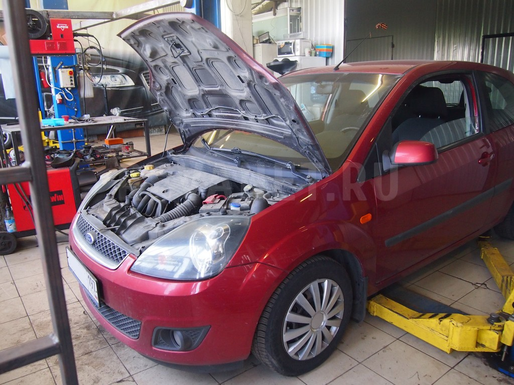 Замена катализатора на пламегаситель Ford Fiesta Mk5